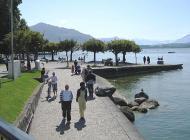 Gemütliches Flanieren am See